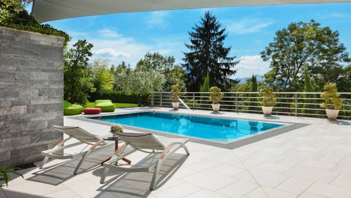 Swimmingpool im eigenen Garten - ein Traum