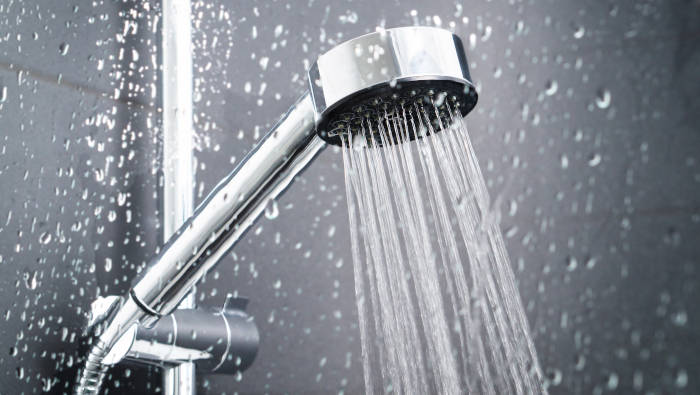 Duschen: sparsamer Umgang mit warmem Wasser